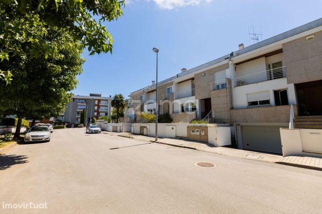Moradia T4 em Fraião, Braga