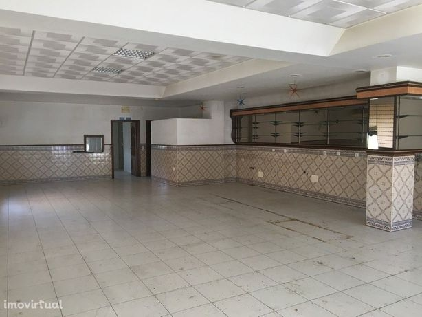 Loja Comercial com 139 m2 na Urbanização Linda Sol em Tábua