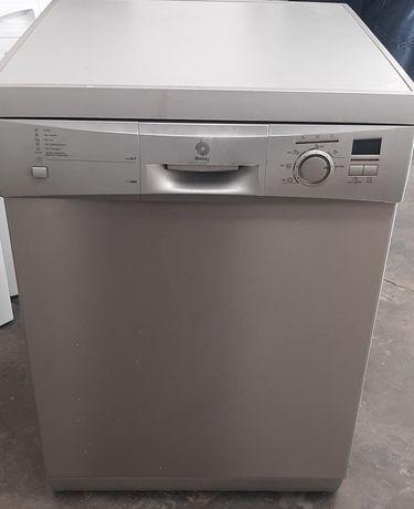 Máquina de lavar loiça cinza balay