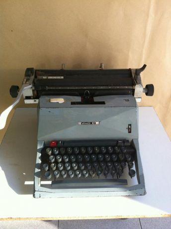 Maquina de Escrever Olivetti 82
