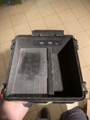 Audi Q7 4M0.864.981 schowek w podłokietnik z indukcyjnym ładowaniem