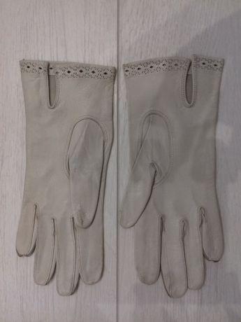 Продам женские кожаные перчатки белого цвета