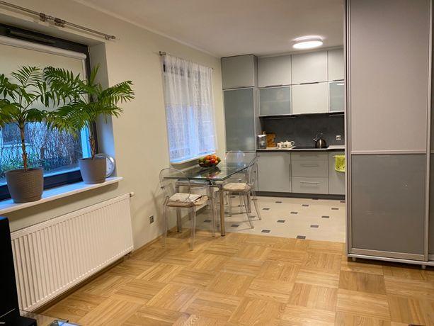 Mieszkanie dwupokojowe z AC i ogrodem