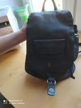 Sprzedam plecak koloru czarnego firmy BRSS