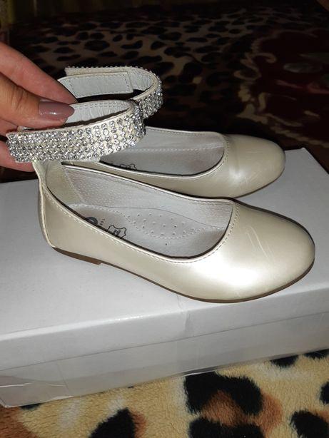 Продам туфли на девочку!
