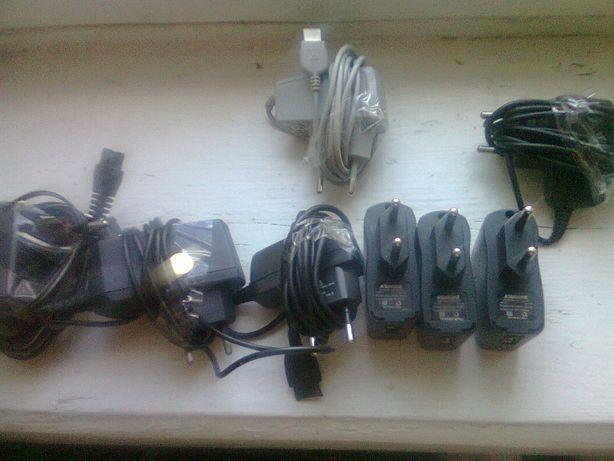 Разные зарядные устройства одним лотом