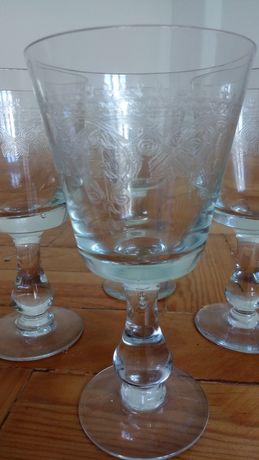 Conjunto de 5 copos de cristal com desenho no vidro
