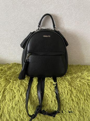Женский кожаный рюкзак Fidelitti