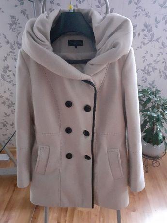 Elegancki płaszcz jesienno zimowy. Rozmiar 44. Jak nowy.
