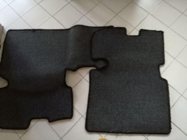 Tapetes usados para um carro Toyota prius