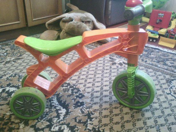 Ролоцикл, беговел трёхколёсный