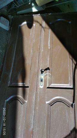 Продам двухстворчатую дверь