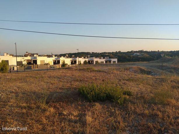 Lote de terreno 511 m2 com vista para a cidade de Tomar no centro de P