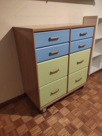 Armário e estante de quarto