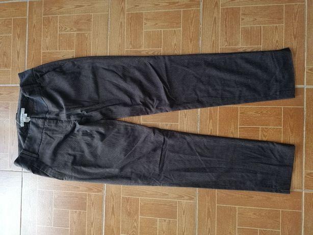 Vendo várias peças de vestuário (calças)