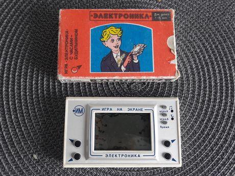 Gra radziecka PRL  elektronika igra na ekranie