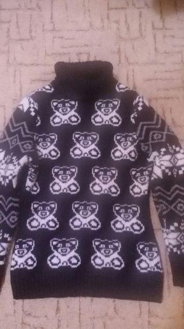 Продам свитер очень теплый 152 роз
