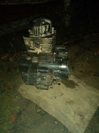 Продам мотор 200 кубовий обмін на телефон