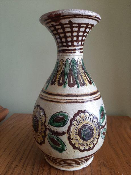 Ваза для квітів. Зроблена по технології старої гуцульської кераміки.