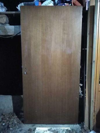 Drzwi bez ościeżnicy.