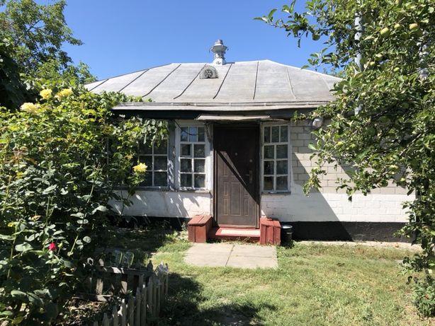 Будинок у смт Опішня