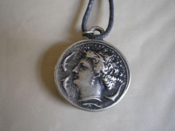 Fio com medalha romana de 2 faces.