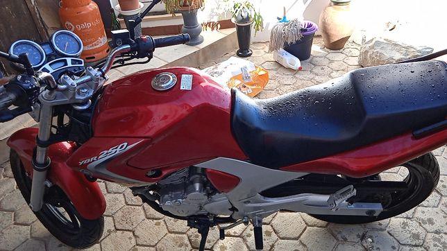 Yamaha 250 cilindrada