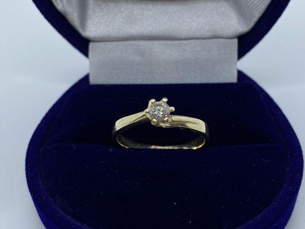 Złoty pierścionek z diamentem Apart