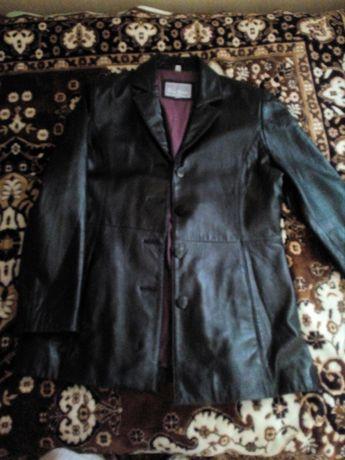 Курточка шкіряна
