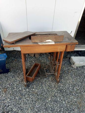Maszyna do szycia łucznik na pedała stolik PRL staroc