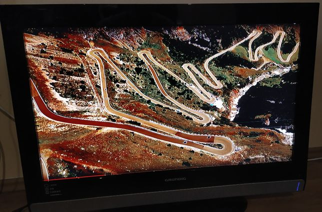 TV Grundig Vision 6 32 cale, model 6820, HDMI, z wadą