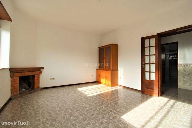 Apartamento T3 com Sótão em Aguim, Anadia