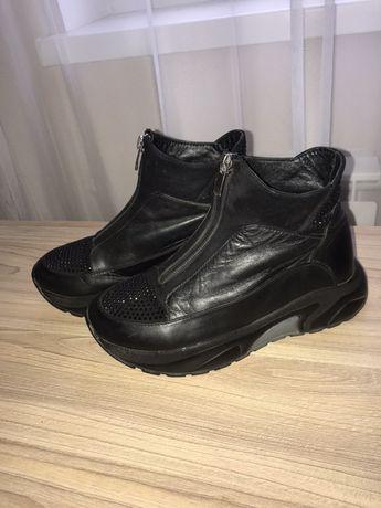 Продам ботинки на девочку фирмы Kemal Pafi