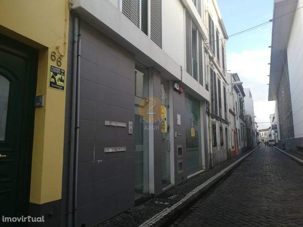 Loja  Arrendamento em Ponta Delgada (São Sebastião),Ponta Delgada
