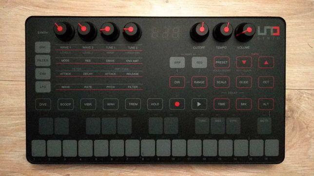 Uno Synth / Sintetizador IK Multimedia