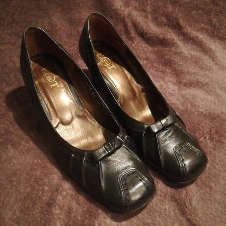 Buty pantofle na obcasie skórzane czółenka rozmiar 37