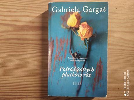 Gabriela Graś Pośród żółtych płatków róż