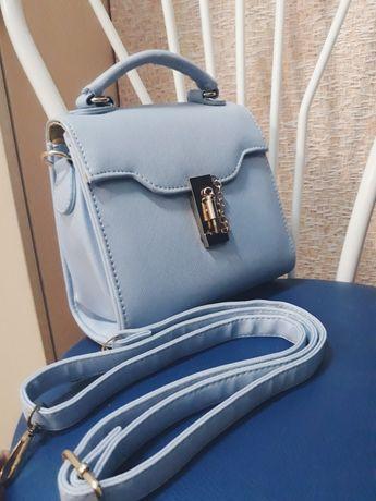 Сумка сумочка голубая кроссбоди ремешок короткая ручка