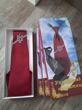 Українська вишита хрестиком краватка вишнева з тризубом галстук