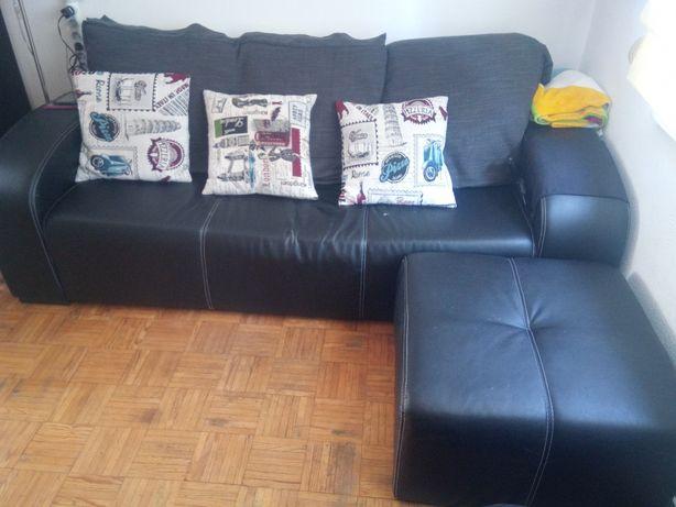 Sofá com chaise longue efeito pele