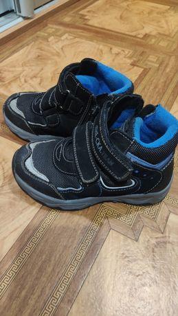 Ботинки на мальчика демисезонные, цена символическая