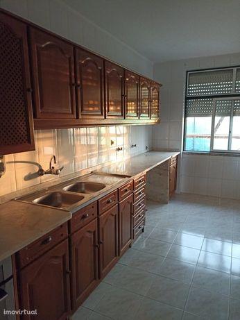 Apartamento T3 c/ arrecadação - APA2725/21