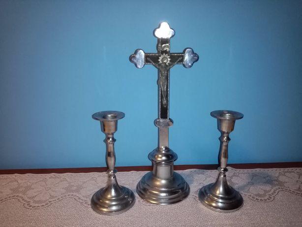 Krzyż i dwa świeczniki
