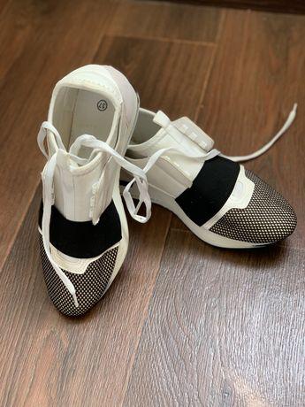 Кроссовки белые 37 размер