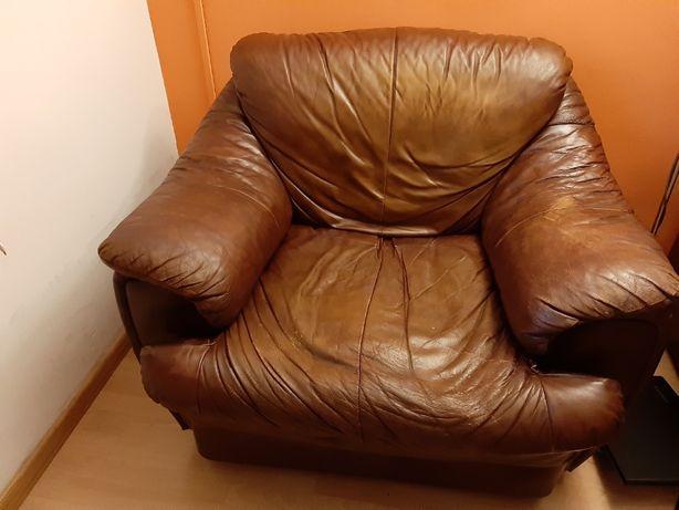 Wygodny i ładny fotel skórzany