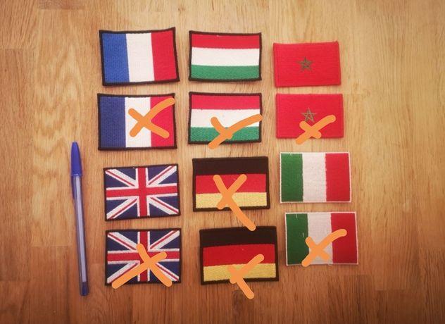 Vendo várias bandeiras bordadas