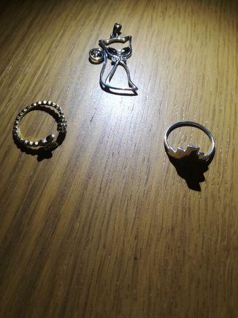 Anéis em prata e pendente