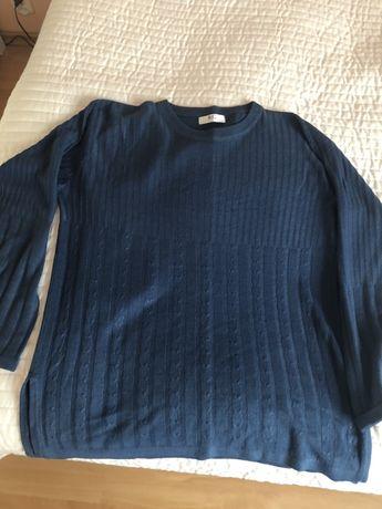 Sweter w kolorze morskim