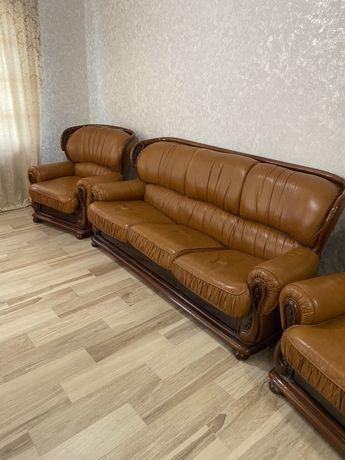 Кажанная мебель диван + 2 кресла
