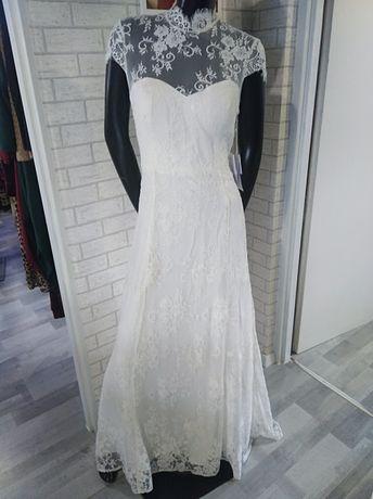 Sukienka ślubna koronkowa